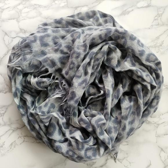 🌟 WILFRED Aritzia Lightweight Wool Leopard Scarf